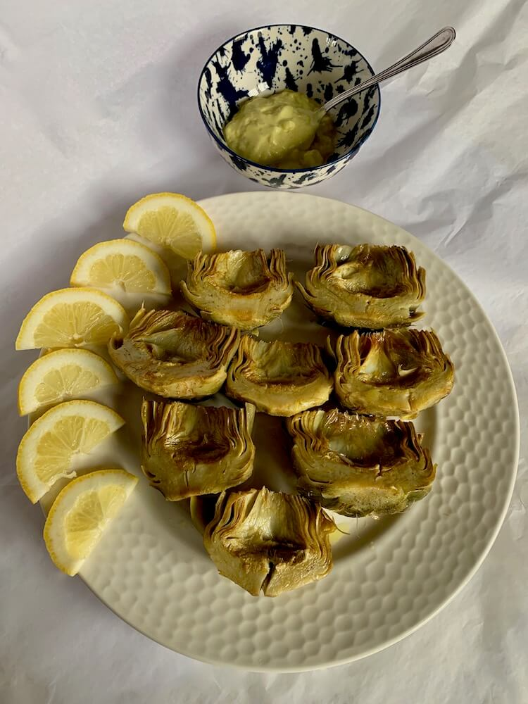 Artichokes with lemon slices and mon