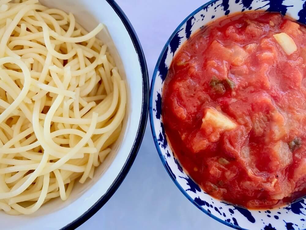 Bowl of spaghetti & bowl of tomato sauce