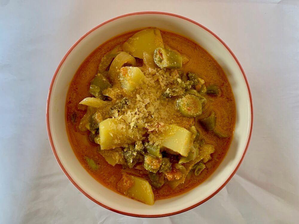 Spanish broad bean dish, cazuela de habas