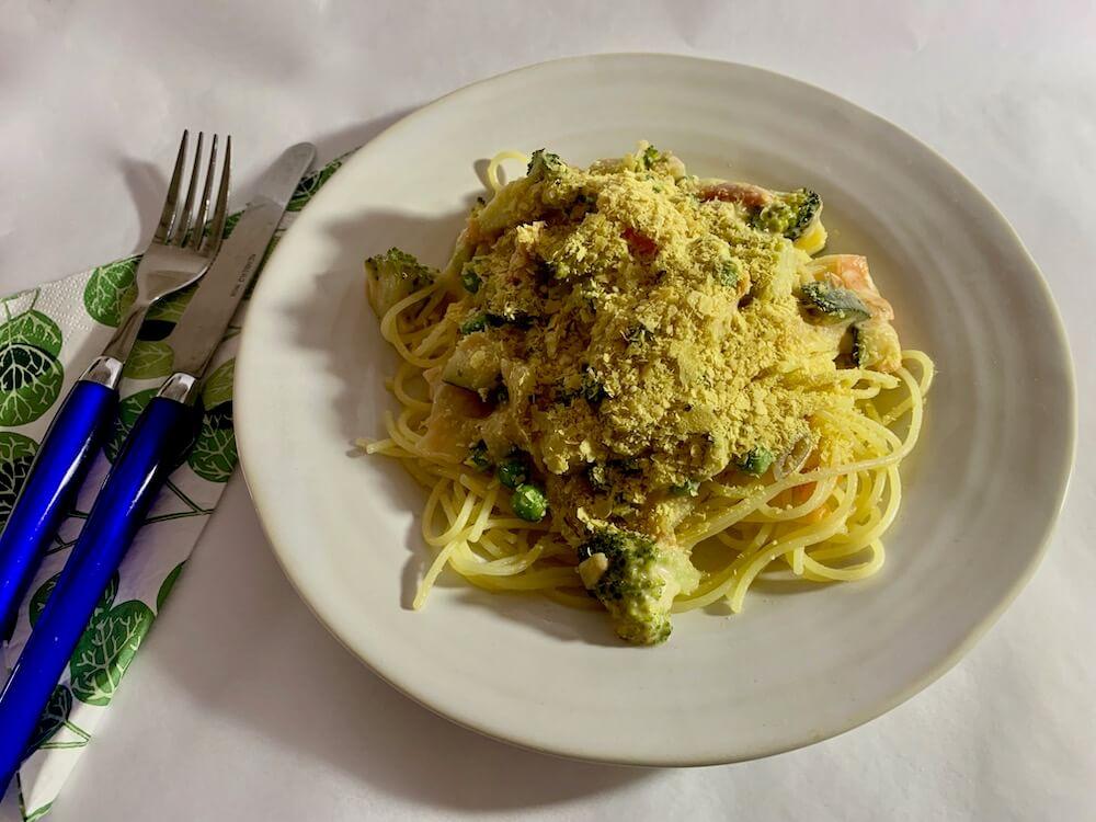 Plate of vegan spaghetti, carbonara style