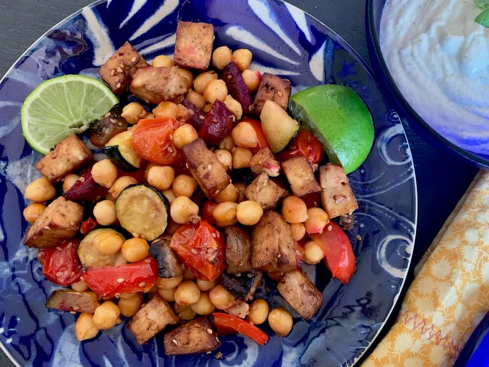 Baked tofu, chick peas & veggie snack