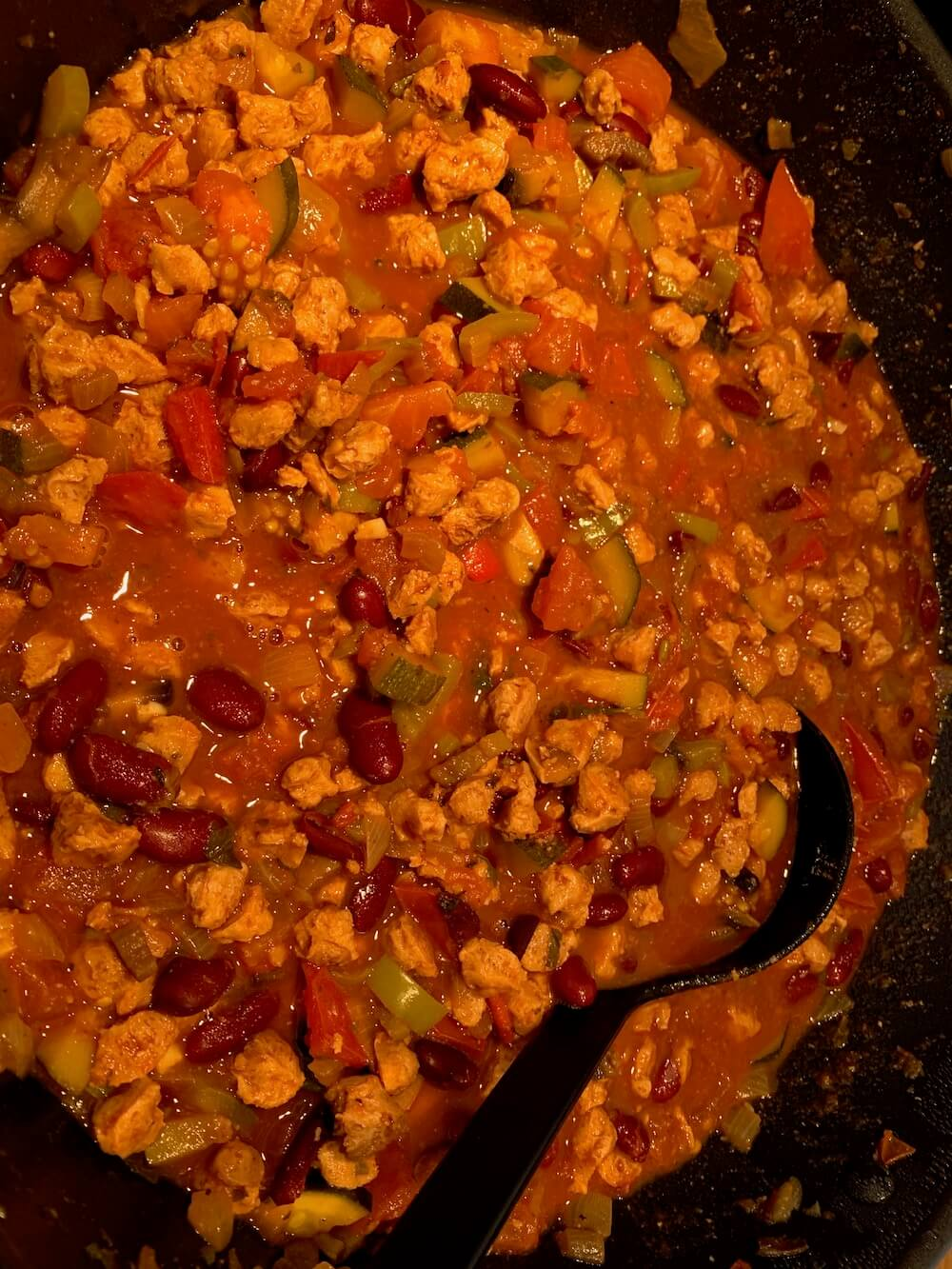 Chilli-sin-carne in a pan