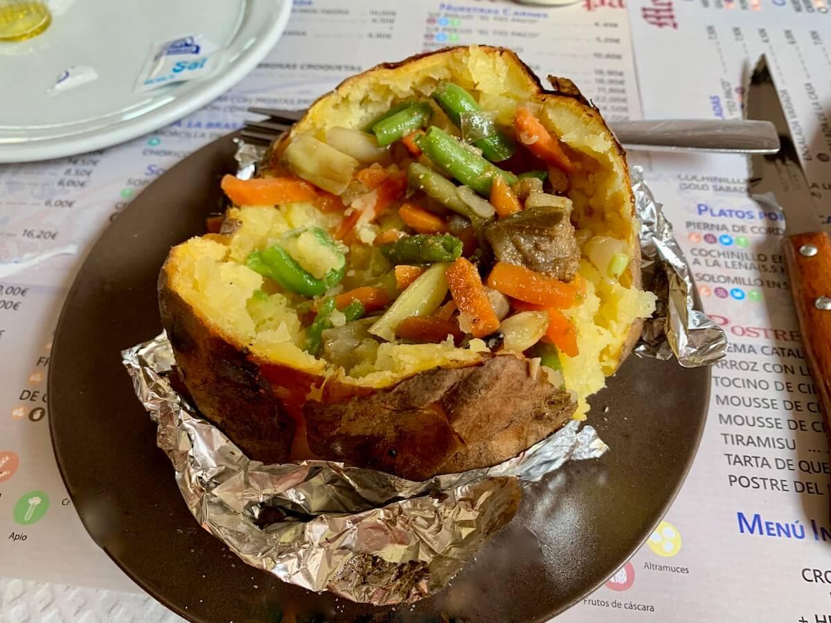 Jacket potato in El Pollo de Tio Paco restaurant in Malaga