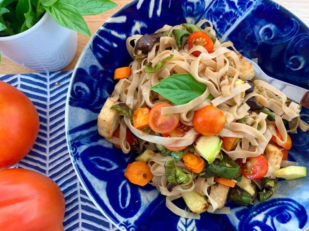 Air fried vegetables with rice noodles 'Bami'